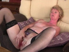Freckled milf vibrates her clit and moans lustily movies at adipics.com