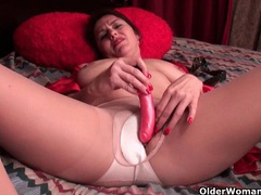 American mom jewels satisfies her craving pussy videos