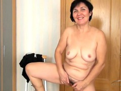 Fun old lady masturbates her hairy hole videos