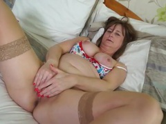 Voluptuous older lady in stockings plays with her snatch videos