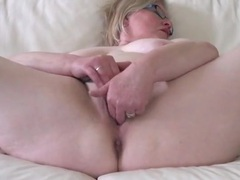 Curvy old lady in glasses makes her pussy all wet videos