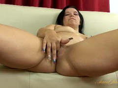 Long fingernails milf gently rubs her clitoris videos