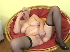 Curvy solo granny finger bangs her twat videos