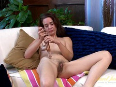 Vibrator gives her mature pussy a thrill videos