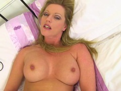 Sexy married milf masturbates solo in bed videos