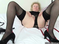 British granny clare fucks a dildo videos