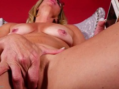 Tanned mature beauty masturbates tenderly videos