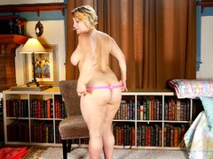 Milf with a wonderful big body knows how to strip videos