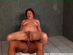 Mature sits on a dick on the bathroom floor videos