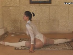 Shiny leotard and pantyhose on a dancer movies at find-best-hardcore.com