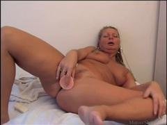 Buzzing dildo fucks tight mature pussy videos