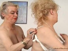 Granny goes down on sexy old pussy movies at adspics.com