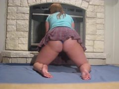 Short skirt bbw babe shaking her ass movies at find-best-hardcore.com