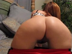 Babe with perfect round ass exposes her shaved twat movies