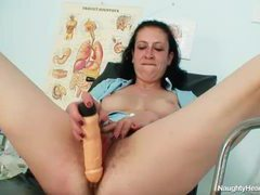 Hairy mature pussy banged by a toy videos
