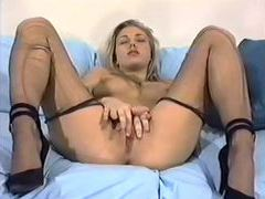 Solo hottie in ripped hose masturbates videos