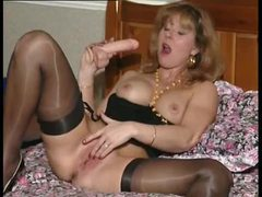 Excited british milf in her solo scene movies at relaxxx.net