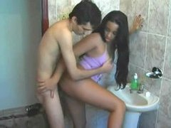 Amateur couple has a fuck in the bathroom tubes