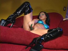 Solo hottie in latex boots uses a toy videos