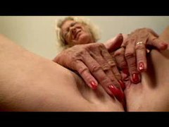 Gorgeous granny masturbates her hole videos