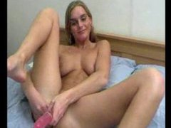 She does a dildo dp and she cums videos