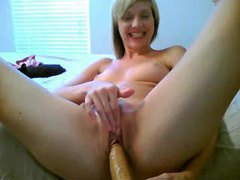 Webcam blonde oils up and dances videos