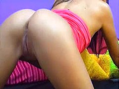 Petite cam babe rubs her pussy for you movies at sgirls.net