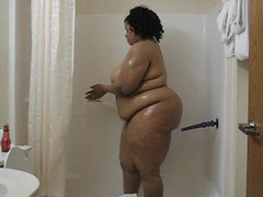 Fat chick fucking a toy in the bathtub movies at find-best-tits.com