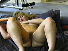 Milf rubs lotion all over her body tubes