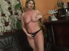 Mature chick gets excited and gets laid movies