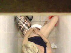 Girl masturbates on the toilet movies at kilosex.com