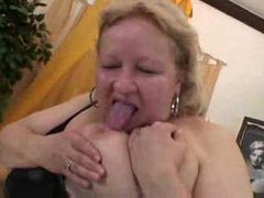 Fat mature blonde fucked in her hairy pussy videos