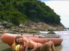Babe and her man screw on the beach videos
