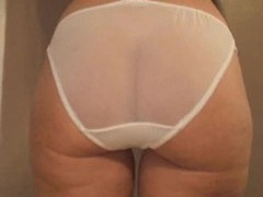 Milf has a wicked big ass to show off videos
