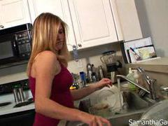 Hot wife washing the dishes in her bra videos