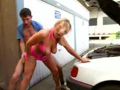 Mechanic nails the cocksucking slut outdoors movies at freekilosex.com