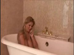 Lusty big tits babe solo in the bathtub videos