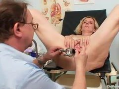 Sexy old lady gynecology exam movies at kilosex.com