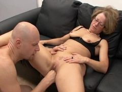 Mature slut in glasses fisted and fucked videos