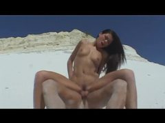 Sex in the sandy desert with a babe videos