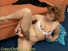 Slutty mom toying her hairy pussy videos