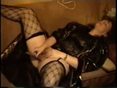 Homemade milf in leather jacket masturbates videos