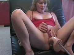 Dildo pushing in and out of her cunt movies at kilomatures.com