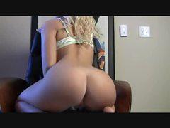 Big amateur ass on her webcam movies at kilosex.com