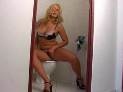 She rubs her fabulous clit on the toilet movies at kilopics.net