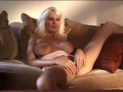 Big breasted lesbian retro hotties get it on videos