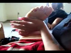Amateur girl gets a foot massage movies at lingerie-mania.com
