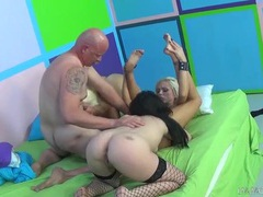 Chubby old guy blown by three stunning ladies videos