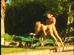 Sunny day doggystyle sex outdoors with a beauty movies