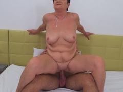 Chubby mature slut rides in reverse cowgirl videos